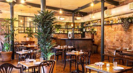 Casa Do Frango Dining Room Image2 445x245